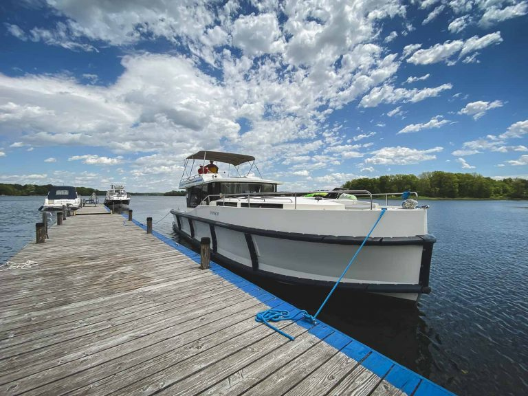 Le Boat on the Rideau – Cruising the Canal in Style